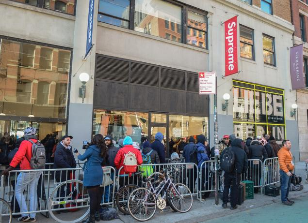 Man Slashed In Face During Attempted Robbery At Supreme Store In New York  City - NYGHTLY 8f4dc0c2cc0f